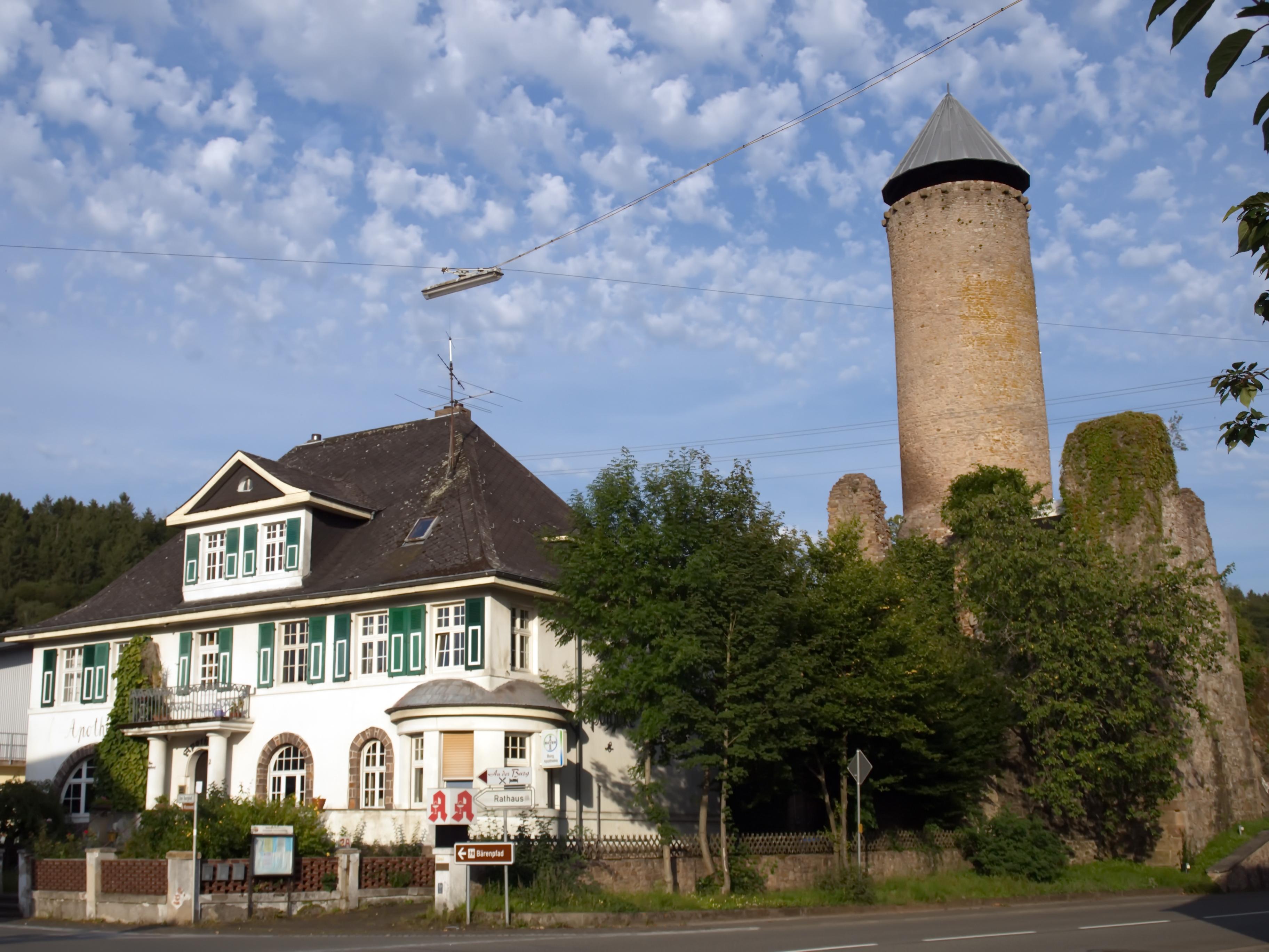 Burganlage mit Turm